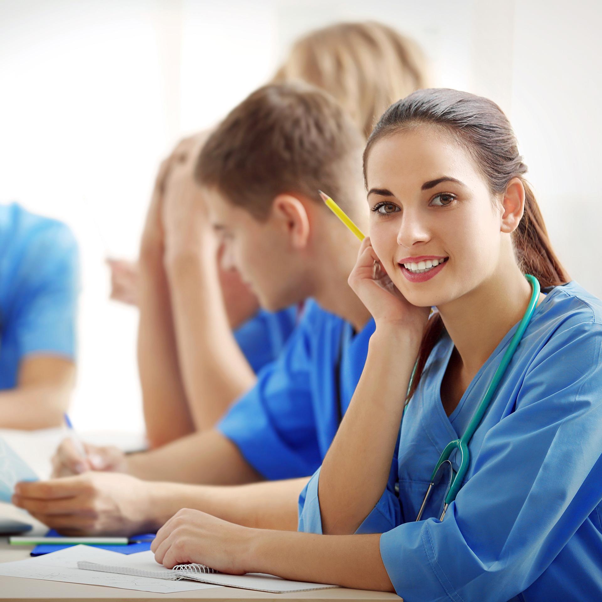 Hausärzte im A4, Gemeinschaftspraxis – Karriere, Ausbildung